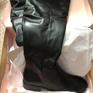 Women's black boots, size 8